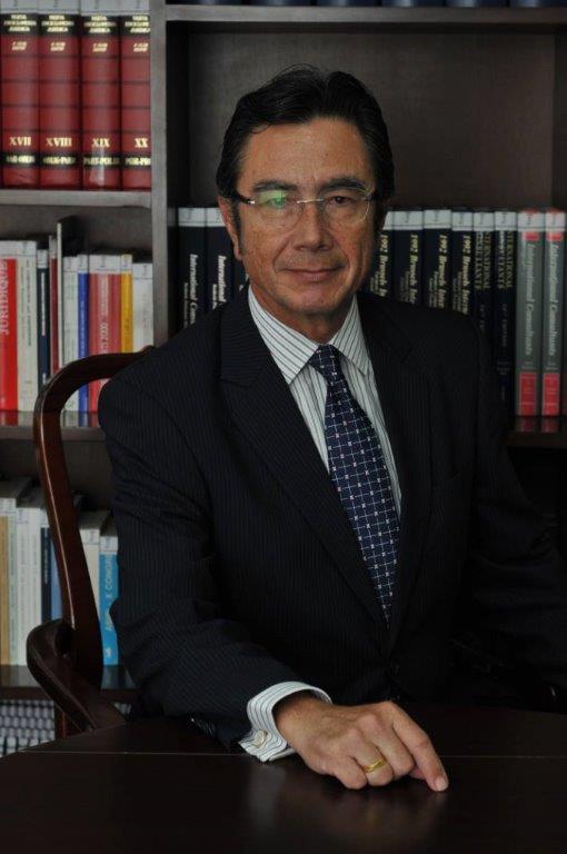Dr. Eduardo A. Mayora